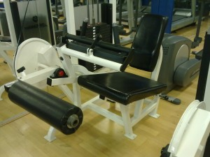 hamstring curl machine